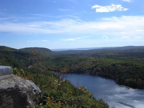 maiden cliff, megunticook lake