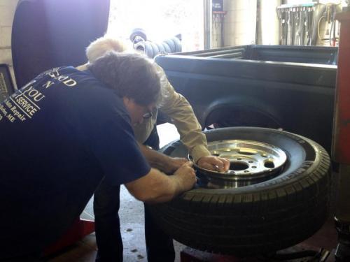 auto repair oilchange gasoline tires tire repair battery lube k-1 fuel road service transmission brakes car repair truck repair service